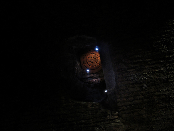 Manhole. Underground tour of Bologna with Massimo Brunelli. Photo © Matilde Soligno