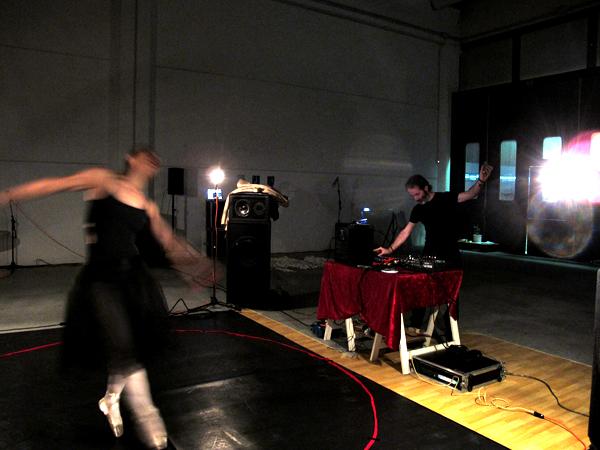 Zootropio 5/6-11-2011 – Andrew L. Hooker + Melissa Pasut, '<< –>>', performance
