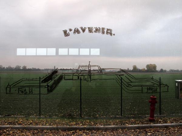 Zootropio – Enrico Vezzi, 'What We Are Coming To', installazione (pennarelli, cancellini), 2011.