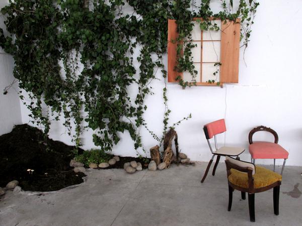 Zootropio – Vênus et Milö, 'Natura (Orto)', 2011. Christian Rainer, 'Luci sicure', 2008. Dorothy Gray, '1 e 3 sedie'.