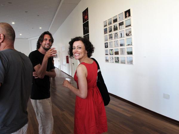 Silvia Camporesi davanti ai suoi lavori